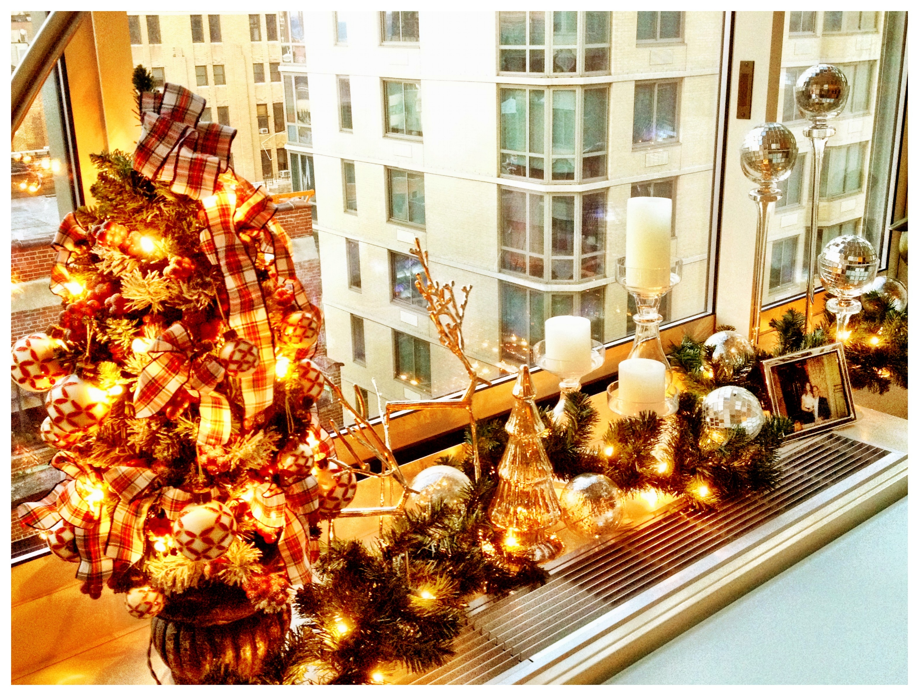 Christmas fat girl in new york - Christmas decorations small apartments ...